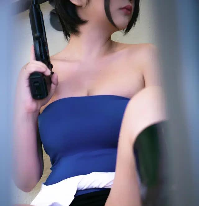 Coser nổi tiếng gốc Việt có bộ ngực siêu khủng lại khiến anh em nóng mắt khi hóa thân thành nàng Jill Valentine - Ảnh 8.