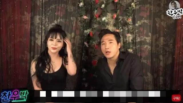 Thuê hot girl phim 18+ về để làm clip ăn sushi không mặc gì trên sóng, nam YouTuber bị ném đá dữ dội - Ảnh 1.