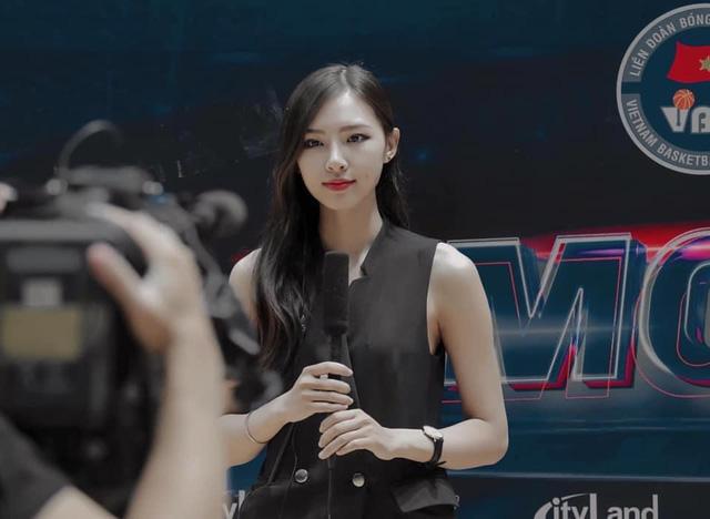 VNG công bố bóng hồng chân dài với info cực khủng, sẽ là MC Tốc Chiến Esports cùng với Minh Nghi - Ảnh 2.