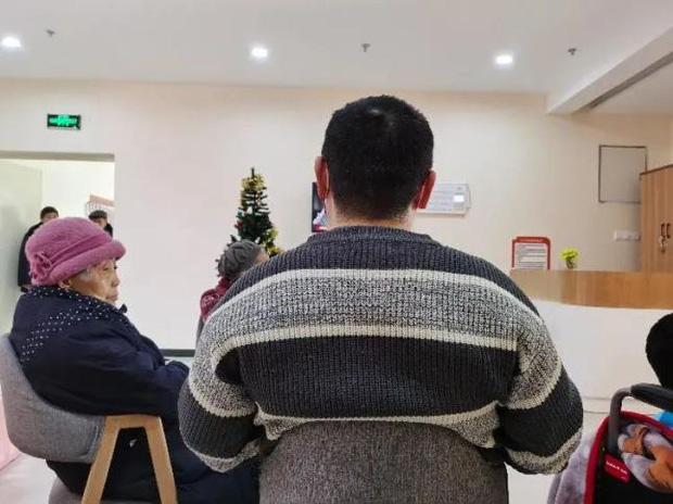 Người đàn ông 39 tuổi vào viện dưỡng lão sống rồi tuyên bố không muốn về vì ở đây... sướng quá - Ảnh 2.