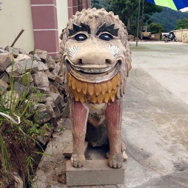 Bộ sưu tập các bức tượng được trang trí mặt ngáo nhất Việt Nam Photo-1-1611054867365378131938