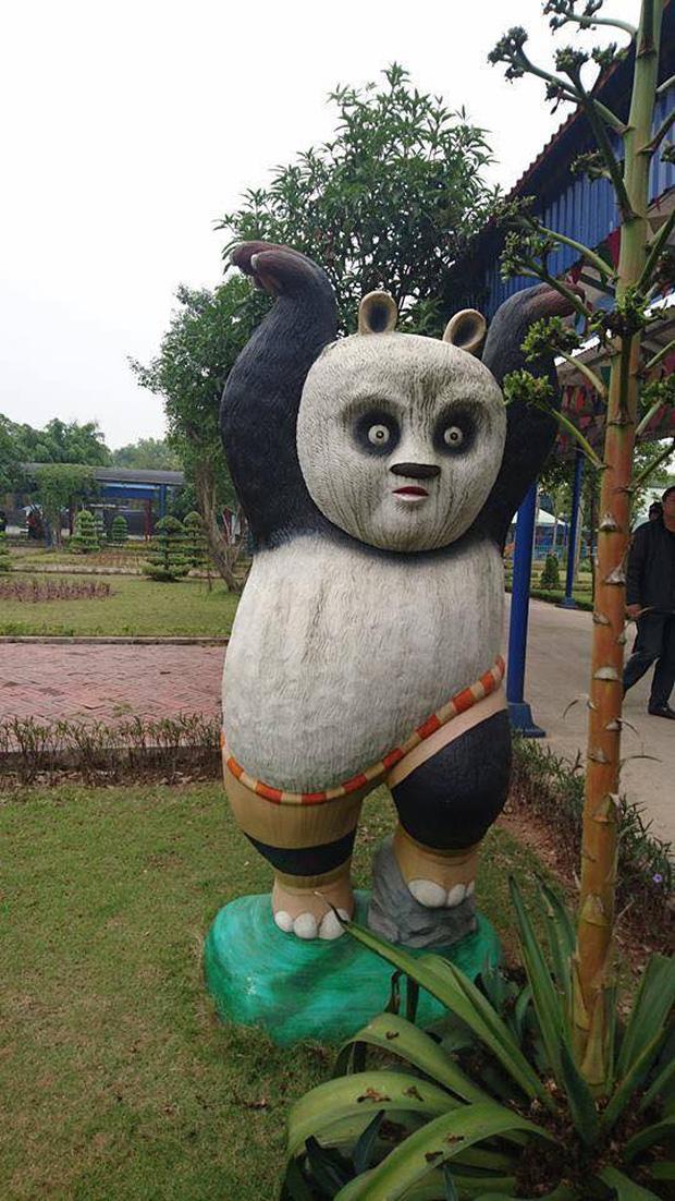 Bộ sưu tập các bức tượng được trang trí mặt ngáo nhất Việt Nam Photo-2-16110548690711667529886