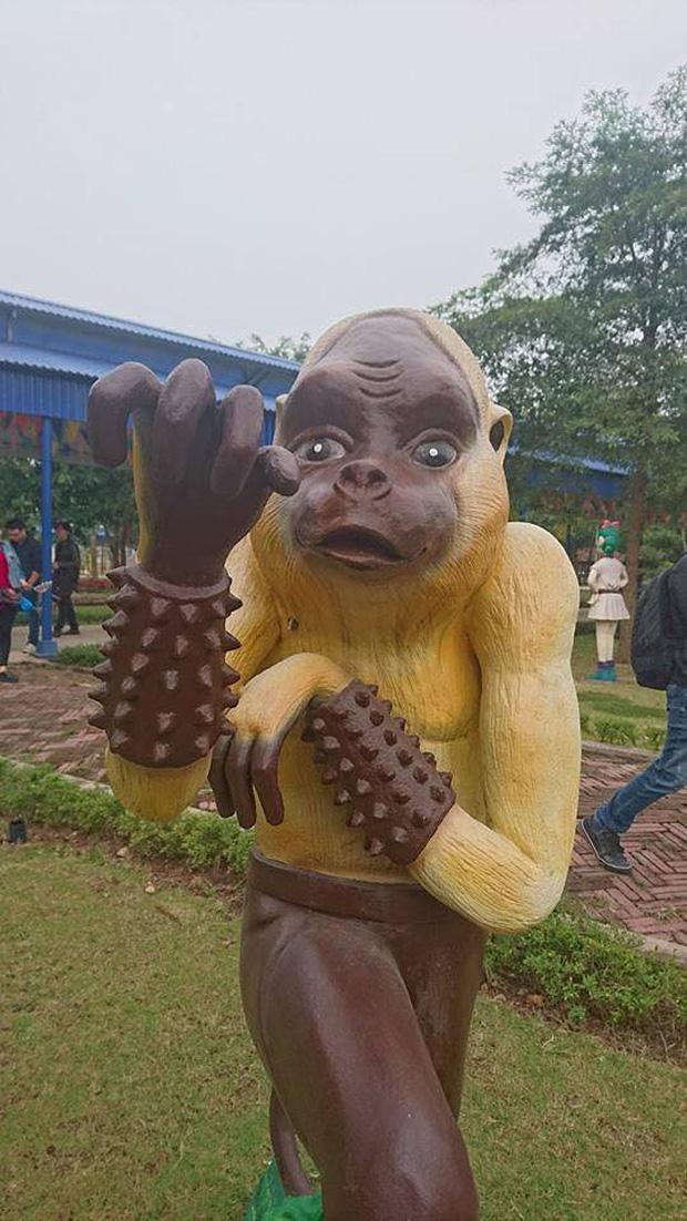 Bộ sưu tập các bức tượng được trang trí mặt ngáo nhất Việt Nam Photo-5-16110548684832001467856