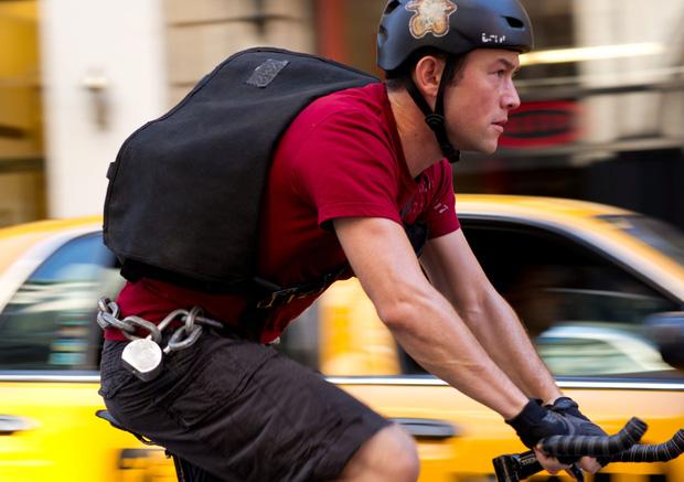 5 lần sao Hollywood suýt chết chỉ vì đóng phim: Người gặp tai nạn bay thẳng vào ô tô, kẻ tăng - giảm cân đến mức báo động - Ảnh 3.