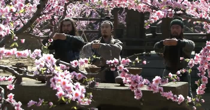Tam Quốc Diễn Nghĩa: Nếu kết nghĩa vườn đào của 3 anh em Lưu - Quan - Trương không xảy ra, số phận của Lưu Bị sẽ ra sao? - Ảnh 2.
