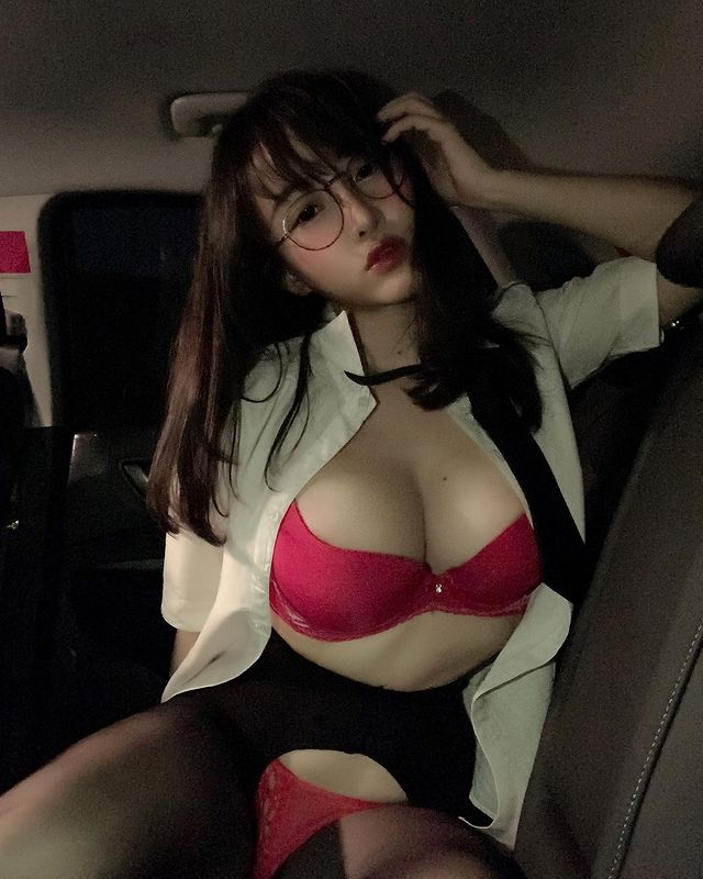 Làm hành động nhạy cảm trong siêu thị, hot girl xinh đẹp gây sốc khi tự đăng lên trang cá nhân, lộ nhan sắc bất ngờ - Ảnh 3.