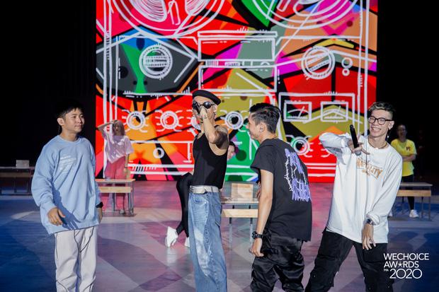 Dàn sao siêu hot đổ bộ sân khấu tổng duyệt WeChoice 2020: Hòa Minzy - Hiền Hồ đọ sắc bất phân, Wowy và dàn thí sinh Rap Việt ngầu quá! - Ảnh 14.