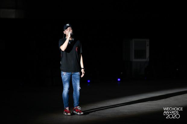 Dàn sao siêu hot đổ bộ sân khấu tổng duyệt WeChoice 2020: Hòa Minzy - Hiền Hồ đọ sắc bất phân, Wowy và dàn thí sinh Rap Việt ngầu quá! - Ảnh 18.
