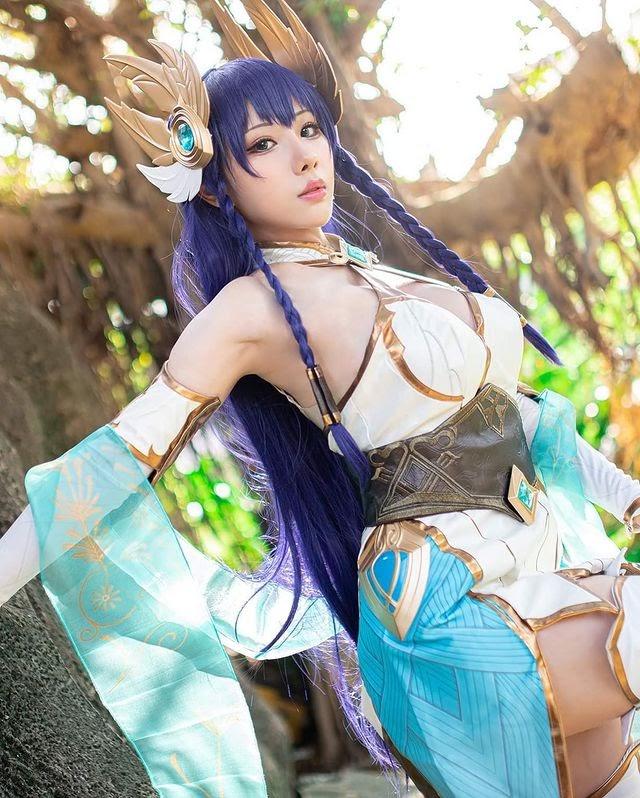 Thiêu đốt mọi ánh nhìn với cosplay Irelia Thánh Kiếm có tâm hồn cực đẹp - Ảnh 4.