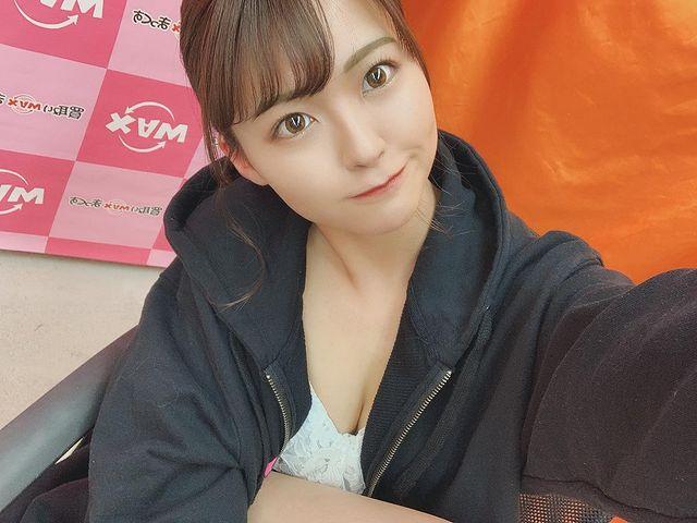 Bị mẹ cấm mặc hở hang, nàng hot girl quyết dấn thân thành đồng nghiệp của Yua Mikami, ra mắt tới phim thứ 15 vẫn là con ngoan - Ảnh 2.