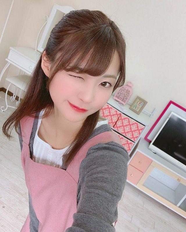 Bị mẹ cấm mặc hở hang, nàng hot girl quyết dấn thân thành đồng nghiệp của Yua Mikami, ra mắt tới phim thứ 15 vẫn là con ngoan - Ảnh 6.