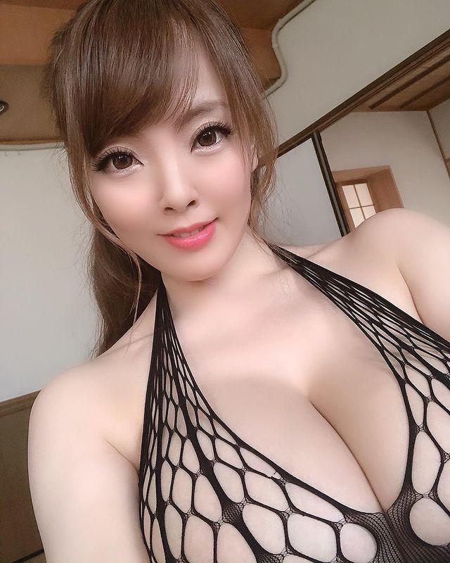 Bị nghi ngờ hack cheat vòng một, đàn chị của Yua Mikami cay cú, tự công khai ảnh chụp X-quang ngực để chứng minh - Ảnh 3.
