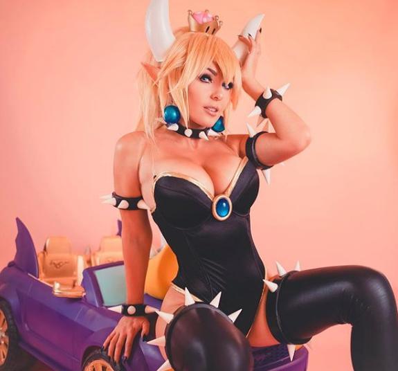 Điểm mặt những cô nàng hot girl siêu phẩm cosplay sở hữu vòng một ấn tượng nhất (P.1) - Ảnh 5.