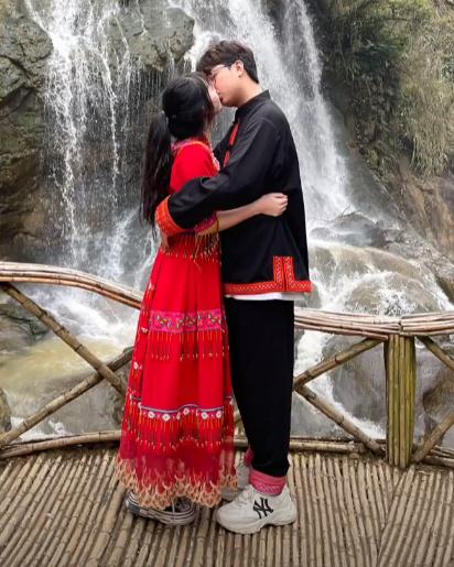 Thể hiện tình yêu như ADC: Chụp hình thân mật với bạn gái Screenshot1-16099073700111503370020