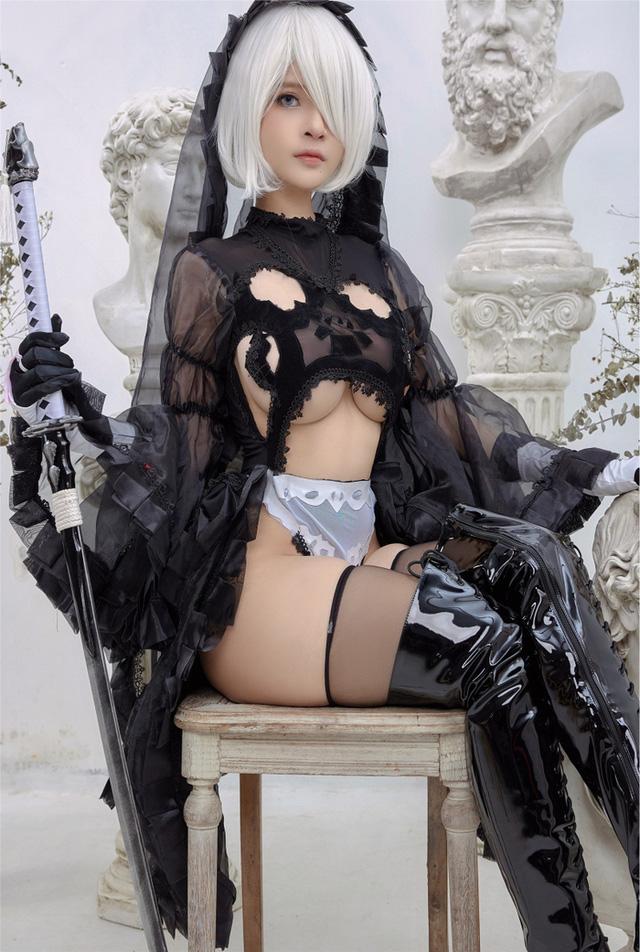 Anh em lại thêm một lần nóng mắt với vẻ đẹp của 2B phiên bản cosplay của mỹ nhân Việt - Ảnh 12.