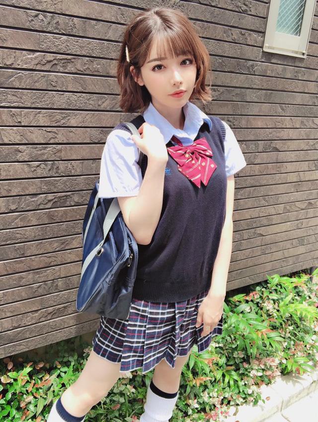 Eimi Fukada hé lộ vì sao dừng tới phim trường đều đặn, tương lai nối gót đàn chị làm bà chủ? - Ảnh 1.