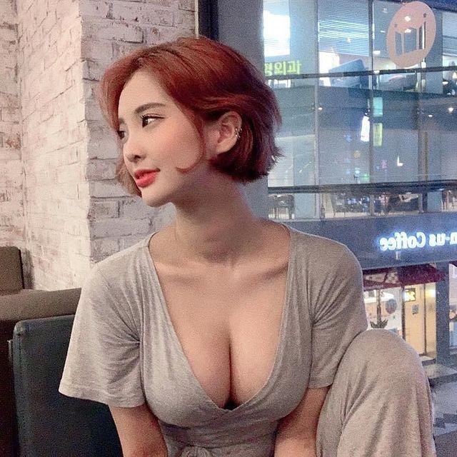 Ăn mặc gợi cảm, tạo dáng khó đỡ, nàng hot girl xinh đẹp khiến cả quán net mất tập trung, CĐM đua nhau hỏi xin địa chỉ quán - Ảnh 10.