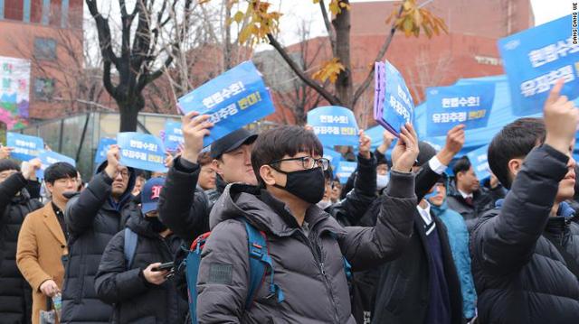 Nam giới Hàn Quốc biểu tình vì bị chê 'ngắn', đòi quyền bình đẳng cho cánh mày râu - Ảnh 2.