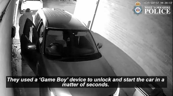 biến Gameboy thành dụng cụ mở khóa xe ô tô Photo-1-1633680817559901164945