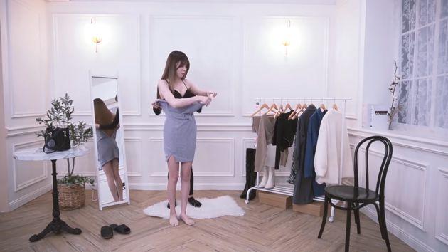 Tiết kiệm tiền thuê mẫu, nữ streamer tự thay quần áo ngay trên sóng, để nguyên không cắt những cảnh nóng - Ảnh 3.
