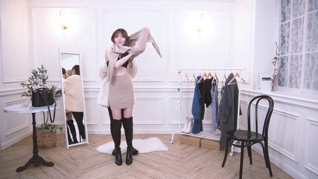 Tiết kiệm tiền thuê mẫu, nữ streamer tự thay quần áo ngay trên sóng, để nguyên không cắt những cảnh nóng - Ảnh 5.