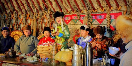 Phong tục đầu năm thú vị ở các nước đón Tết âm lịch giống Việt Nam: Nơi tắm nước nóng để tẩy trần, nơi ăn gỏi cá để cả năm dư dả tài lộc - Ảnh 11.