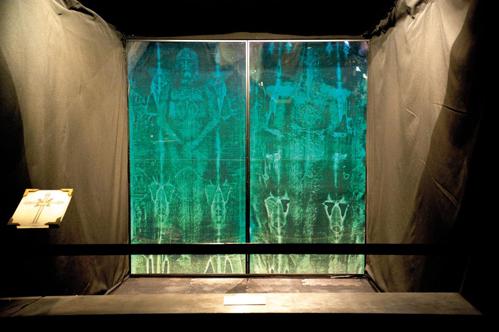 Tấm vải liệm đẫm máu xứ Turin: Nghi vấn rùng rợn còn sót lại từ thời Trung Cổ - Ảnh 4.