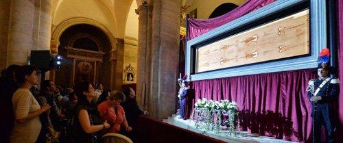 Tấm vải liệm đẫm máu xứ Turin: Nghi vấn rùng rợn còn sót lại từ thời Trung Cổ - Ảnh 3.