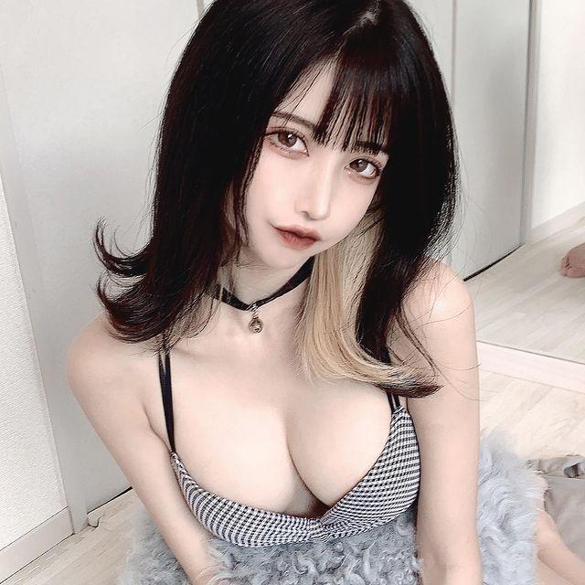 Bị chụp trộm trong siêu thị, cô gái xinh đẹp bất ngờ được CĐM chú ý Photo-1-16139648412341361667615