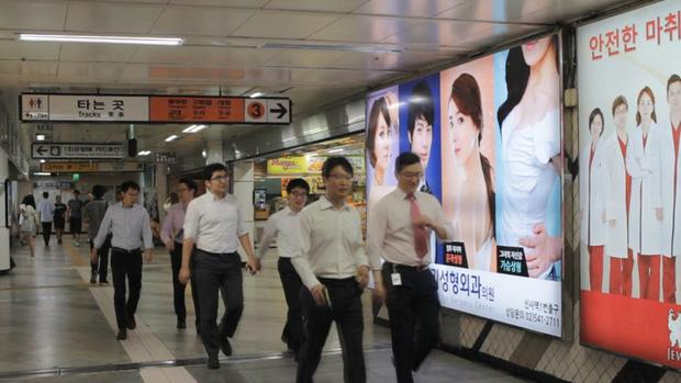Giới trẻ Hàn Quốc dẫn phụ huynh đi phẫu thuật thẩm mỹ để báo hiếu - Ảnh 6.
