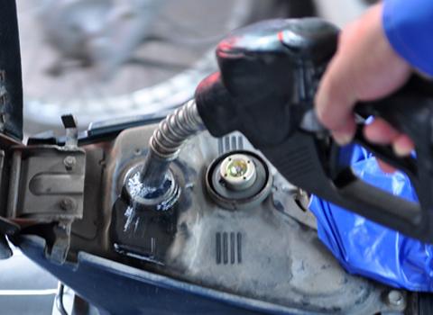 Vì sao game thủ đi xe không nên đổ xăng đầy bình? - Ảnh 2.