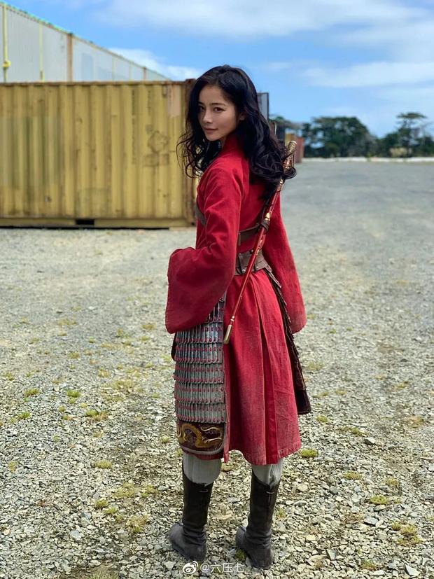 Thần tiên tỷ tỷ Lưu Diệc Phi không phải là đóa hoa nổi bật nhất Mulan 2020 mà chính là nữ diễn viên này đây - Ảnh 1.