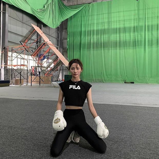 Thần tiên tỷ tỷ Lưu Diệc Phi không phải là đóa hoa nổi bật nhất Mulan 2020 mà chính là nữ diễn viên này đây - Ảnh 8.