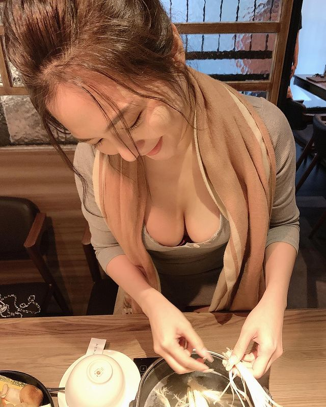 CĐM sững sờ trước cô nàng hot girl gợi cảm, tạo dáng 10 kiểu như một với điểm chung duy nhất dễ thấy - Ảnh 13.
