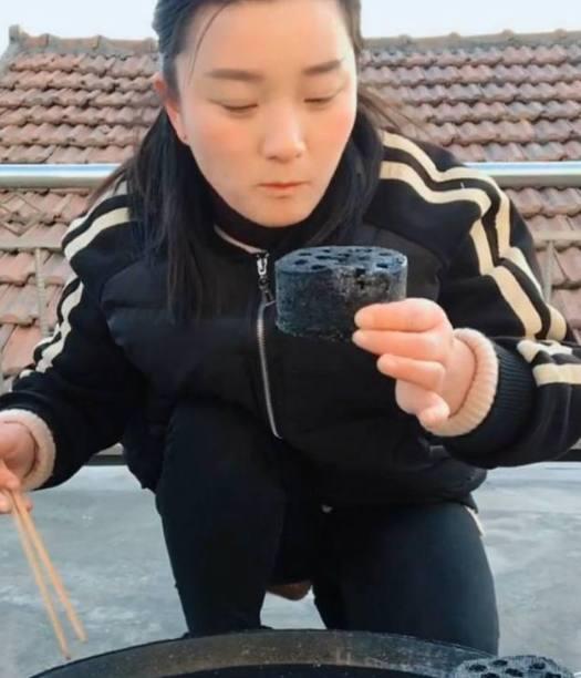 Nữ streamer kiếm bộn tiền donate nhờ những mánh khóe không tưởng! - Ảnh 4.