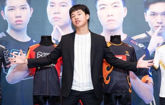 Bị chỉ trích chơi tham, Lai Bâng lên tiếng phản pháo Tùng Họa Mi, quyết tâm bảo vệ fan bằng được - Ảnh 2.