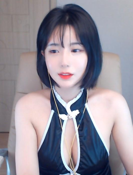 Seo Yoon trong một buổi stream đã bị nghi ngờ gian lận vòng một