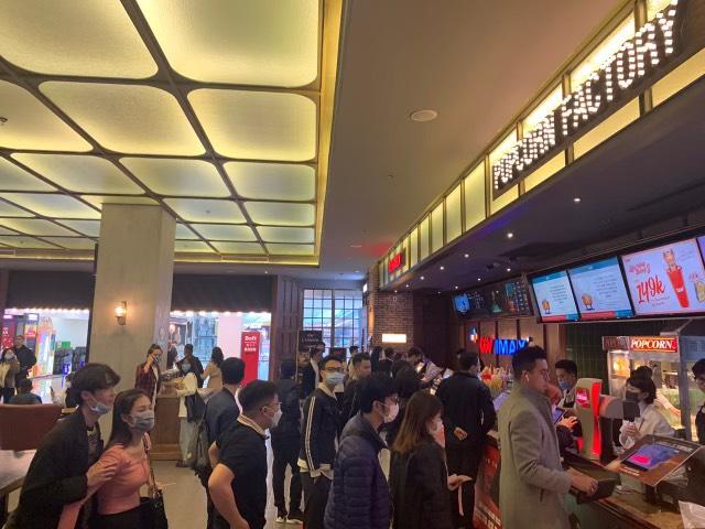 Godzilla Đại Chiến Kong công phá phòng chiếu tại Việt Nam, lập kỷ lục phim có doanh thu suất chiếu sớm cao nhất năm 2021 - Ảnh 1.