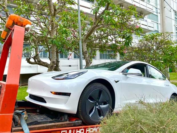 Trường ĐH ở Sài Gòn chơi lớn chi tiền tỷ mua xe ô tô điện Tesla của Elon Musk về cho sinh viên thực hành - Ảnh 1.