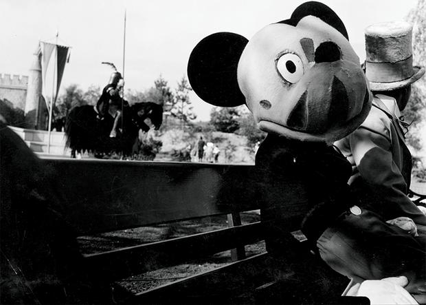 Loạt ảnh chuột Mickey với bộ hàm kinh dị 66 năm trước gây sốc MXH, leo cả hot search bên Trung - Ảnh 4.