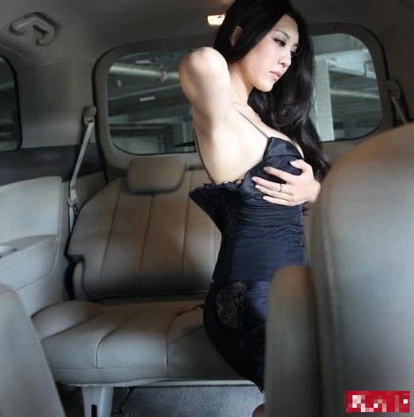 Lộ khoảnh khắc thay đồ nhạy cảm trên ô tô, nàng hot girl khiến CĐM hoang mang, không hiểu chiêu trò hay tai nạn - Ảnh 8.