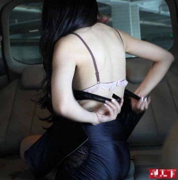 Lộ khoảnh khắc thay đồ nhạy cảm trên ô tô, nàng hot girl khiến CĐM hoang mang, không hiểu chiêu trò hay tai nạn - Ảnh 10.