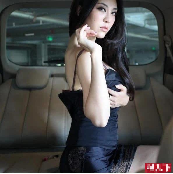 Lộ khoảnh khắc thay đồ nhạy cảm trên ô tô, nàng hot girl khiến CĐM hoang mang, không hiểu chiêu trò hay tai nạn - Ảnh 11.