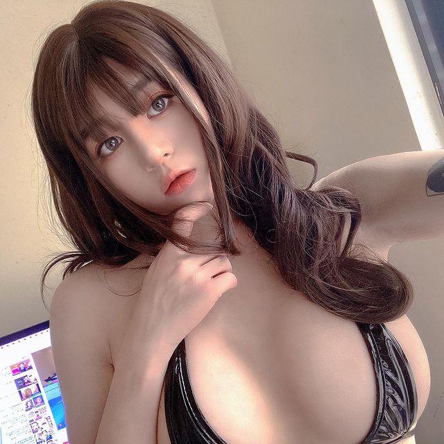 Bị gió thổi tụt áo giữa chợ hoa, cô nàng hot girl bất ngờ nổi rần rần trên mạng, info trở thành từ khóa tìm kiếm hot - Ảnh 8.
