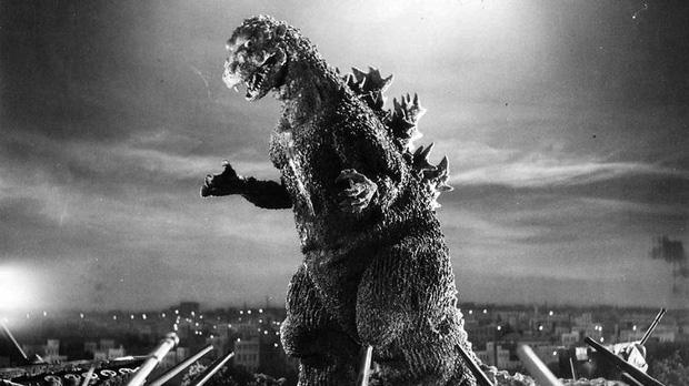 65 năm của quái vật Godzilla: Từng giả trân ngốc nghếch trước khi trở thành vua quái vật! - Ảnh 2.