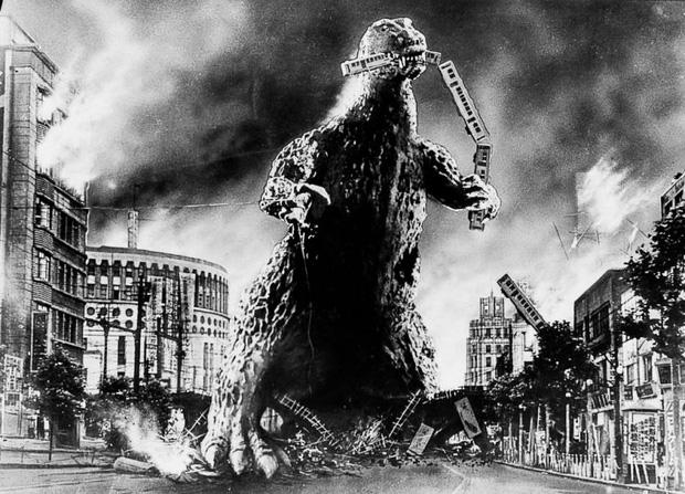 65 năm của quái vật Godzilla: Từng giả trân ngốc nghếch trước khi trở thành vua quái vật! - Ảnh 3.