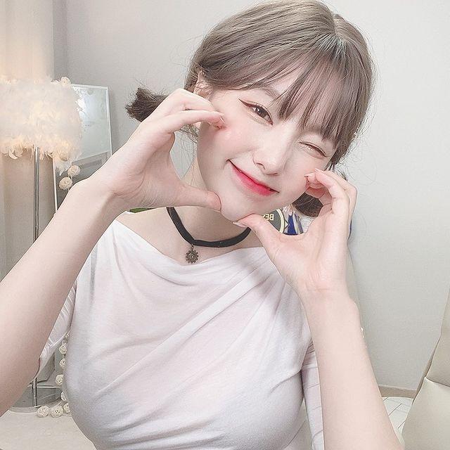 Chu-jung, cô nàng streamer lột xác như các diễn viên phim 18+ Photo-1-1619065307908920953388