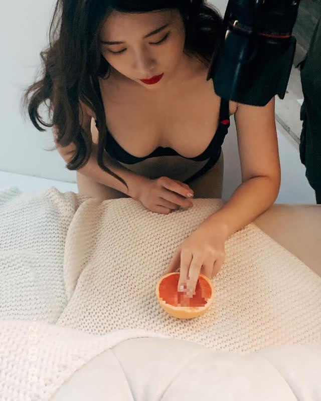 Tự thiết kế đồ chơi 18+ rồi lấy bản thân ra làm mẫu để quảng bá, nữ YouTuber gây sốc khi chia sẻ kế hoạch đóng phim nóng - Ảnh 2.