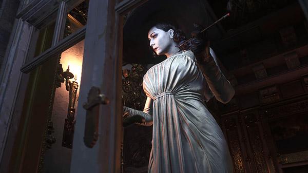 Resident Evil 8 cho phép người chơi chụp ảnh Lady Dimitrescu thoả thích - Ảnh 1.