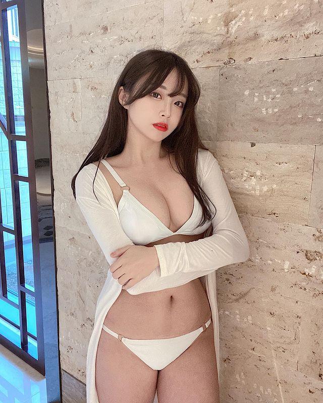 Off livestream quá lâu, nữ streamer gợi cảm đăng ảnh bikini gợi cảm để bù đắp cho fan rồi hỏi Đủ chưa - Ảnh 5.